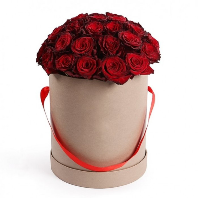 Красные розы в шляпной коробке